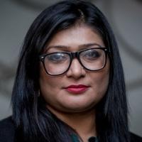 Pakistan, una donna che lotta contro la violenza in rete